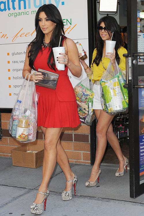 sorelle kardashian al supermarket